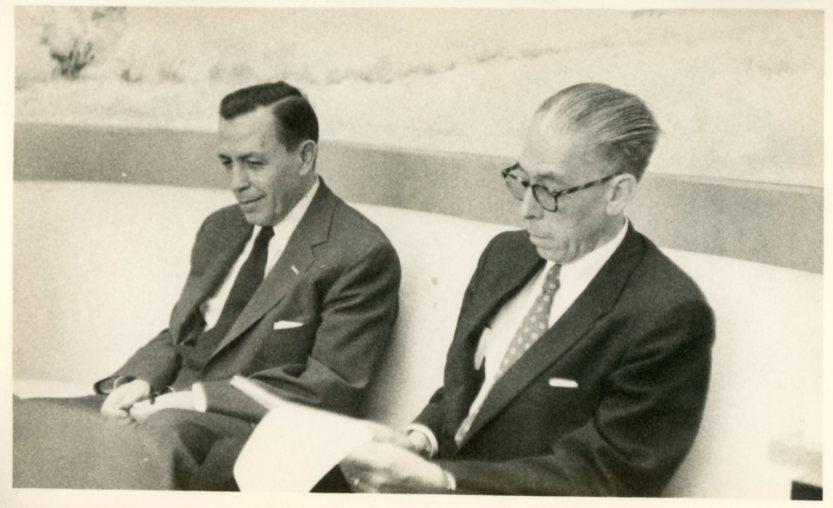 141. Manuel Gómez Morín y Virgilio Garza en reunión